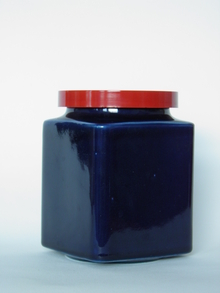 Tummansininen keskisuuri purkki