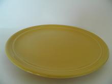 Oliivi -kakkulautanen keltainen