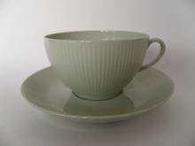 Sointu teekuppi ja aluslautanen vaaleanvihreä Arabia