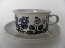 Flora -teekuppi ja aluslautanen