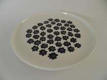 Puketti lautanen mustat kukat Marimekko