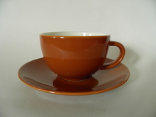 24h -sarjan ruskea teekuppi