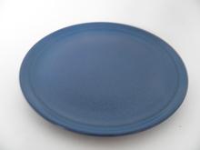 Oliivi -kakkulautanen sininen Kermansavi
