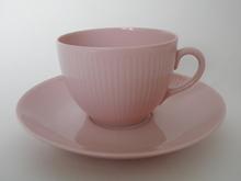 Sointu kahvikuppi ja aluslautanen rosa Arabia