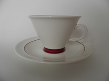 Harlekin Red Hat kahvikuppi ja aluslautanen