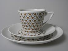 Mekka kahvikuppi ja kaksi lautasta Arabia