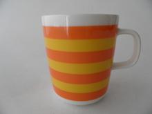 Tasaraita -muki oranssi-keltainen Marimekko