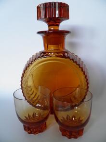 Karahvi ja 2 lasia, Karhula  MYYTY