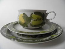 Arabia Ateljé teekuppi ja 2 lautasta MYYTY