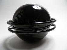 Saturnus pata pieni musta