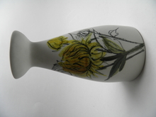 Keltaiset kukat maljakko HLA
