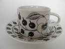Paratiisi Tea Cup and Saucer black-white Arabia