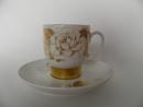 Kultaruusu kahvikuppi ja aluslautanen