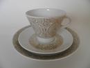 Filigran kahvikuppi ja kaksi lautasta Arabia
