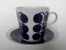 Sininen koriste Kahvikuppi ja aluslautanen Tomula
