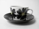 Kahvikuppi ja aluslautanen musta-harmaa kukka Arabia MYYTY